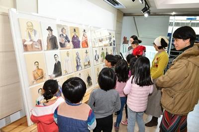 02 3.1운동 100주년 기념 청사 로비전 (1).JPG